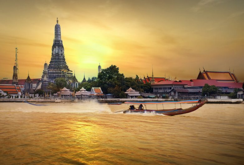 Wat Arun with boat speeding by in front